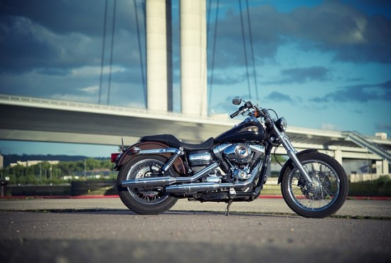 motorcycle-1412424_640